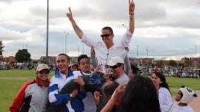 JB with kite familia in Bogota Colombia 2012